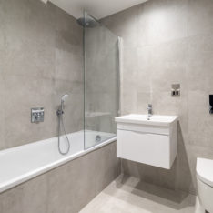 Bathroom plot 4 Primrose Court, Claybury